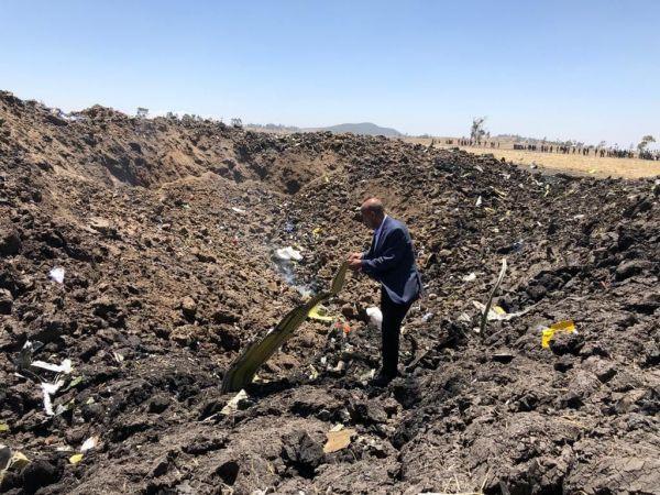 Ethiopian Airlines Chef Tewolde Gemremariam an der Absturzstelle