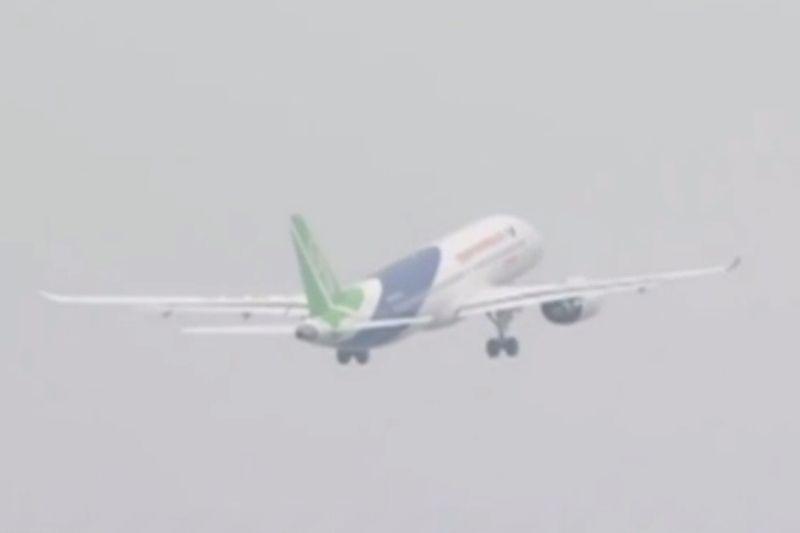 China: Chinas selbst entwickeltes Passagierflugzeug hebt erstmals ab