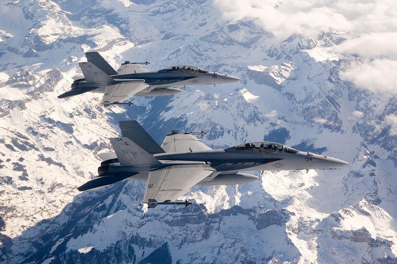 Risse bei drei weiteren F/A-18 entdeckt