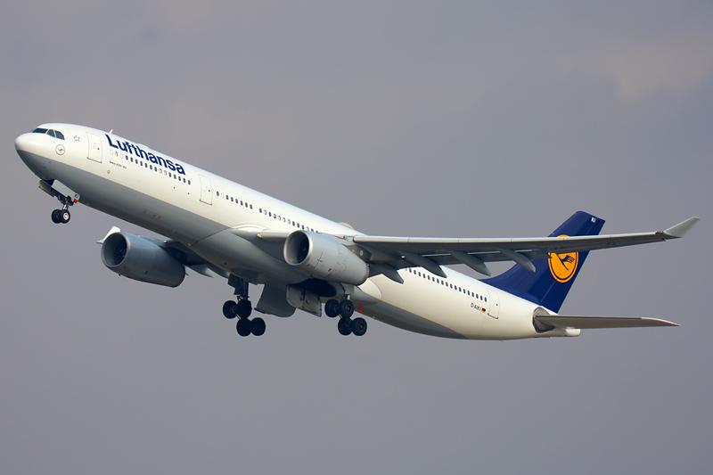 Lufthansa Fliegt Von Berlin Nach New York