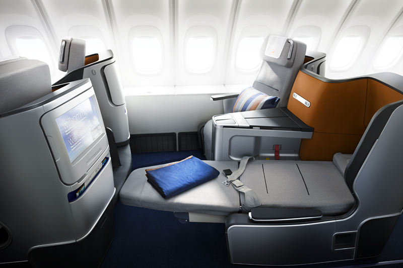 Lufthansa matratzen und sweater f r die business class for World class photos pictures