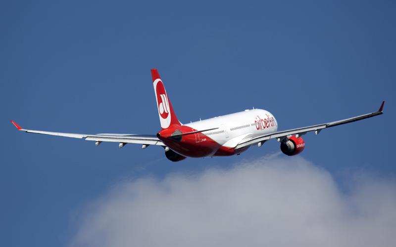 Air Berlin baut Düsseldorf aus und schwächt Berlin
