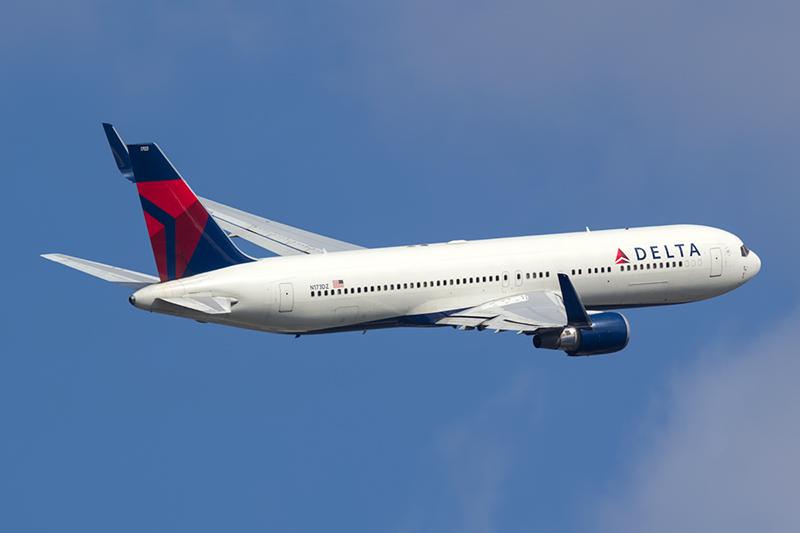 Delta Fliegt Von Berlin Nach New York