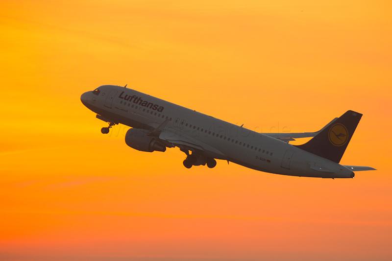 Mehr Jets, Crews, Fluglotsen: Luftfahrt-Gipfel beschließt 25 Maßnahmen gegen Flugausfälle