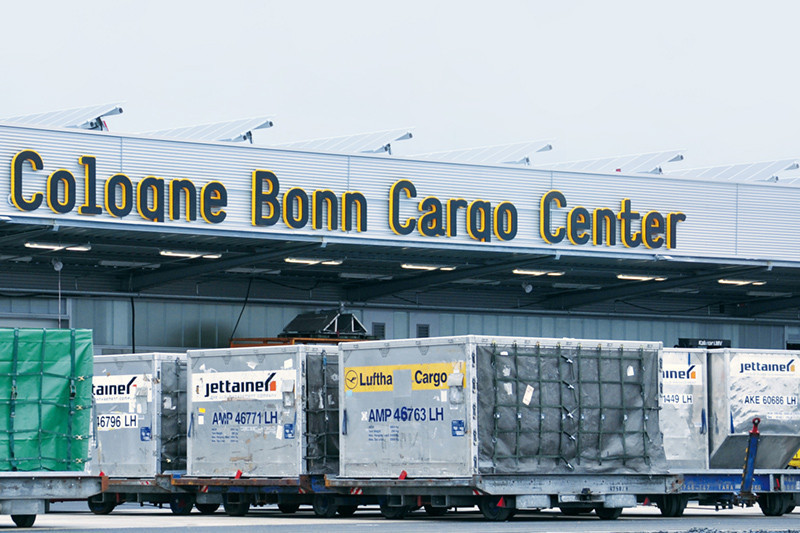 Ätzende Flüssigkeit in Paket: 19 Menschen am Flughafen Köln/Bonn verletzt